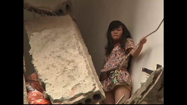 Fatada unui bloc din China s-a prabusit. O femeie, salvata spectaculos, dupa ce a ramas blocata la etajul al cincilea