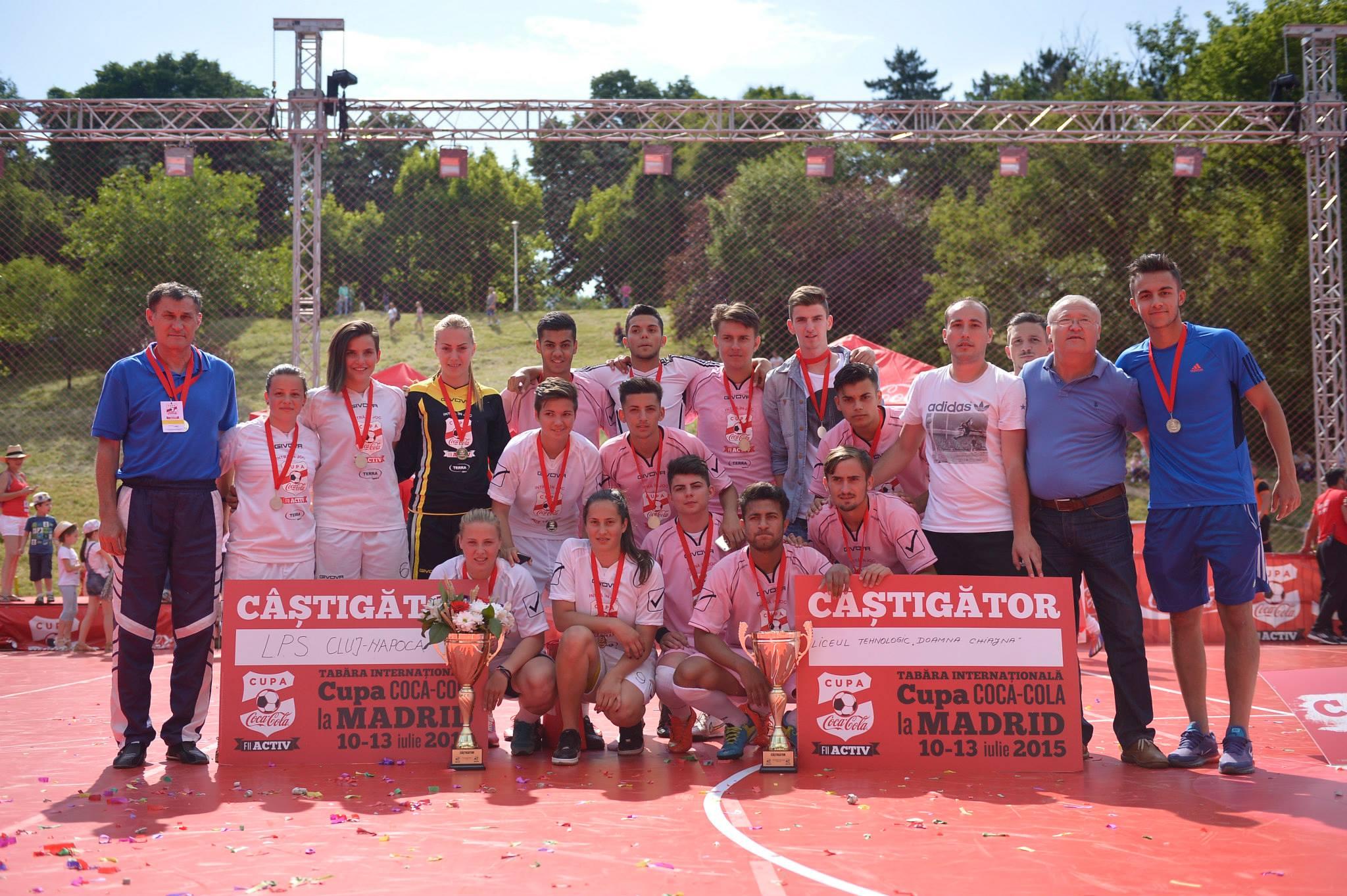 (P) Spectacol pe teren la ultimele meciuri din Cupa Coca-Cola. Liceul Tehnologic Doamna Chiajna si LPS Cluj merg la Madrid
