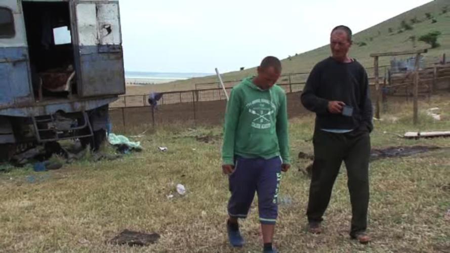 15 ciobani, munciti ca niste robi de un proprietar de turme din Tulcea. Despre soarta a alti 25 de sclavi nu se stie NIMIC