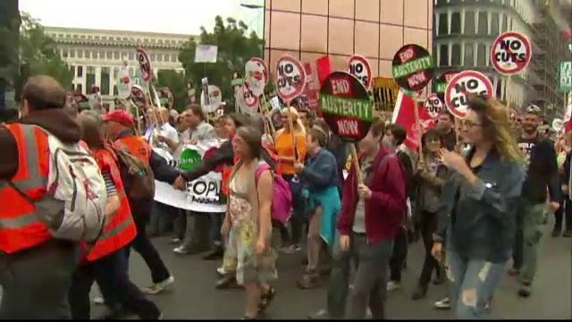 Protest impotriva masurilor de austeritate. Zeci de mii de britanici au iesit in strada: Sectorul public e micsorat si ranit