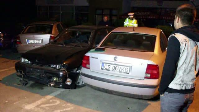 Un taximetrist din Braila a provocat un accident in lant, intr-o intersectie. Trei masini au fost afectate