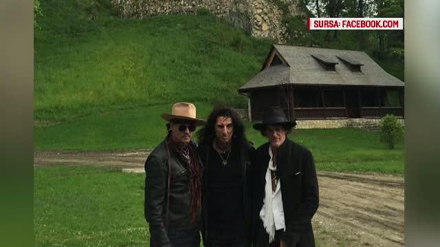 Alice Cooper, Johnny Depp si Joe Perry, in vizita la Castelul Bran. Ce le-a atras atentia artistilor