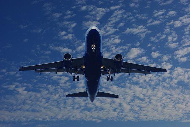 Doi piloti canadieni, anchetati pentru consum de alcool. La bord se aflau 300 de pasageri