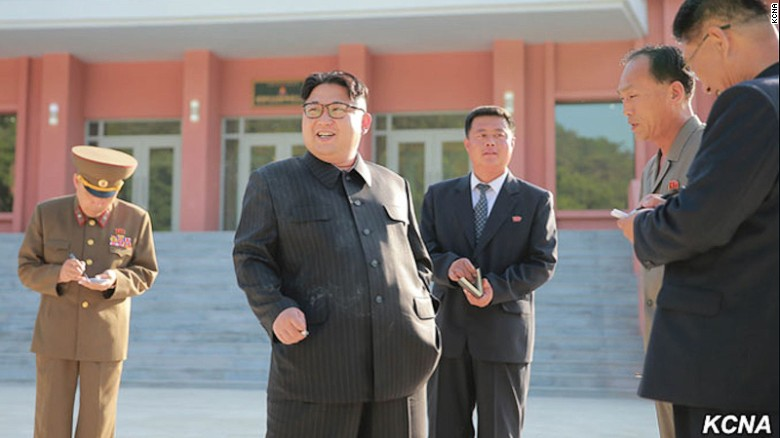Raport al spionilor sud-coreeni: Kim Jong-Un consuma mancare si alcool in exces si s-a ingrasat 40 de kilograme