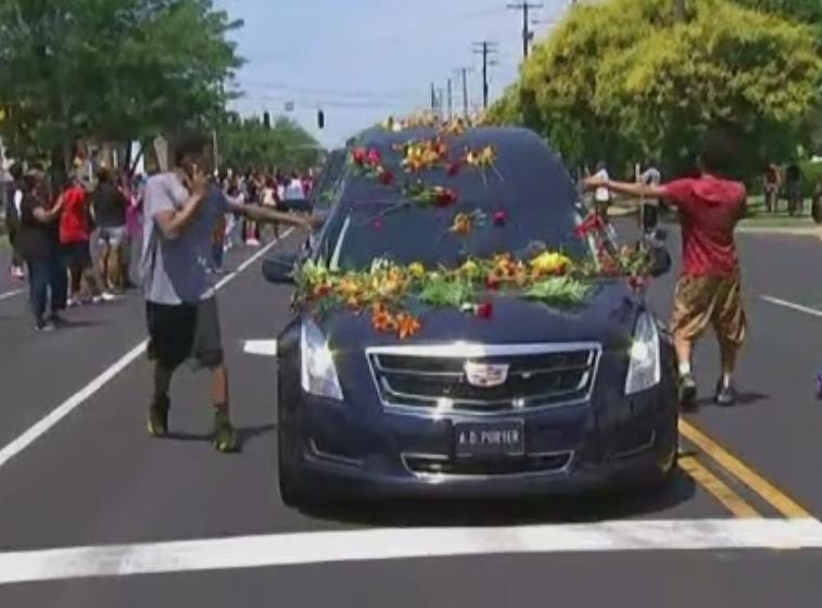 Muhammad Ali a fost inmormantat in orasul sau natal. La funeralii au participat Mike Tyson, Will Smith, dar si Bill Clinton