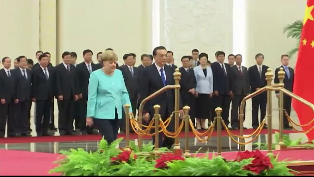 Angela Merkel, intr-o vizita de trei zile in China. Ce a discutat cu premierul chinez: