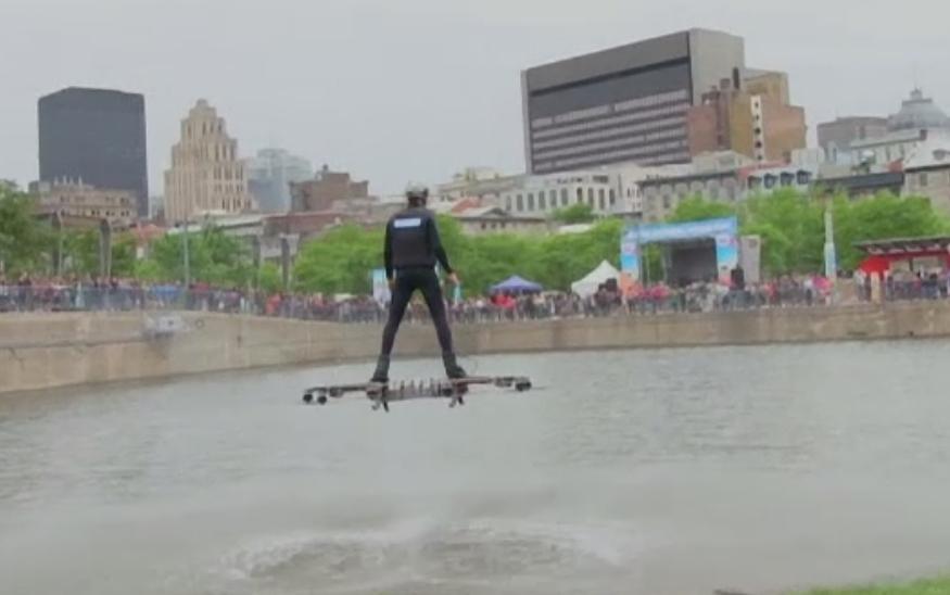 Demonstratie fantastica pe un lac din Montreal. Alexandru Duru si-a testat noul hoverboard in fata publicului extaziat
