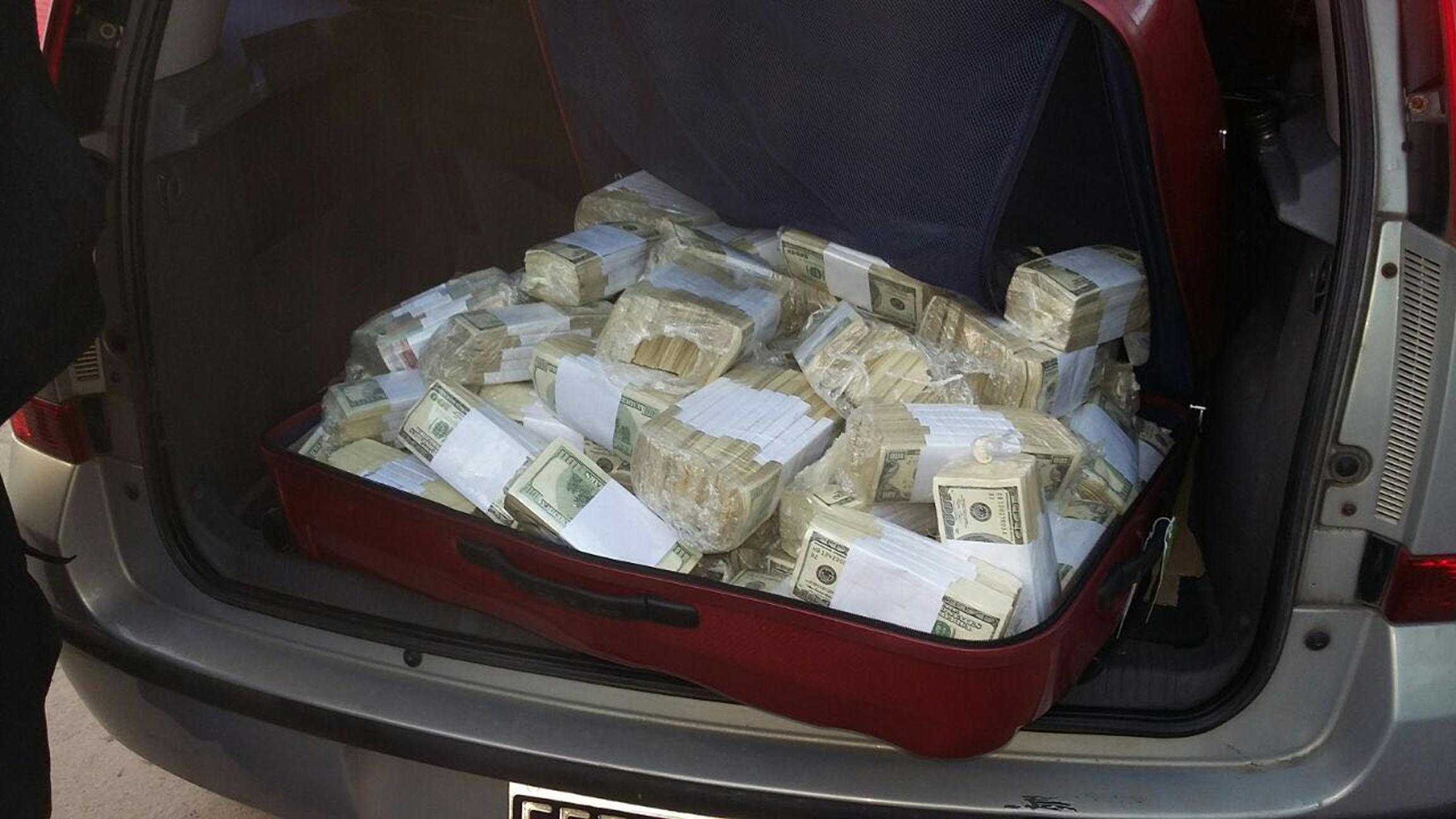 Politician arestat in timp ce ascundea milioane de dolari in gradina unei manastiri. Cine l-a dat de gol