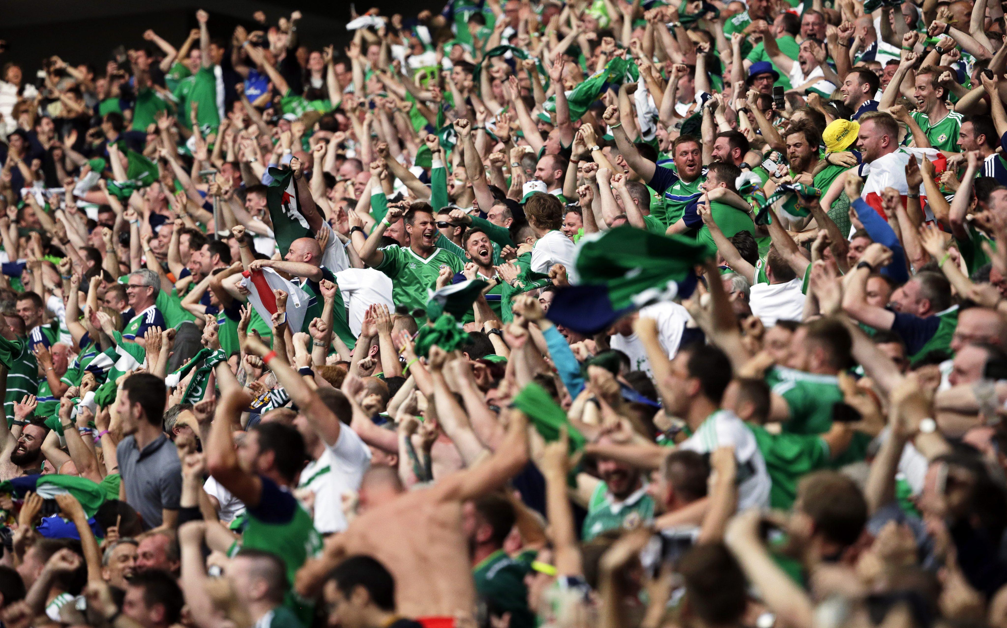 Noua tragedie la UEFA EURO 2016. Un suporter nord irlandez a murit pe stadion, la Lyon, in timpul meciului cu Ucraina