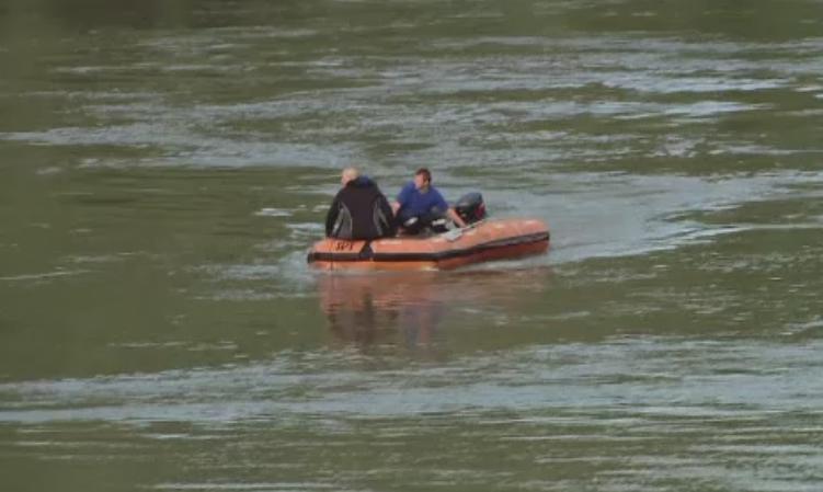 Doua adolescente din Republica Moldova, disparute in apele Prutului, unde au mers la scaldat cu prietenii. Ce spun martorii
