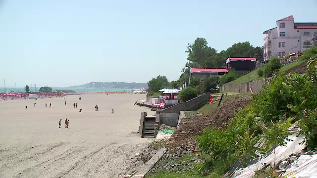 Statiunea de pe litoral care arata ca dupa bombardament. Surpriza neplacuta de care au avut parte turistii care au venit aici