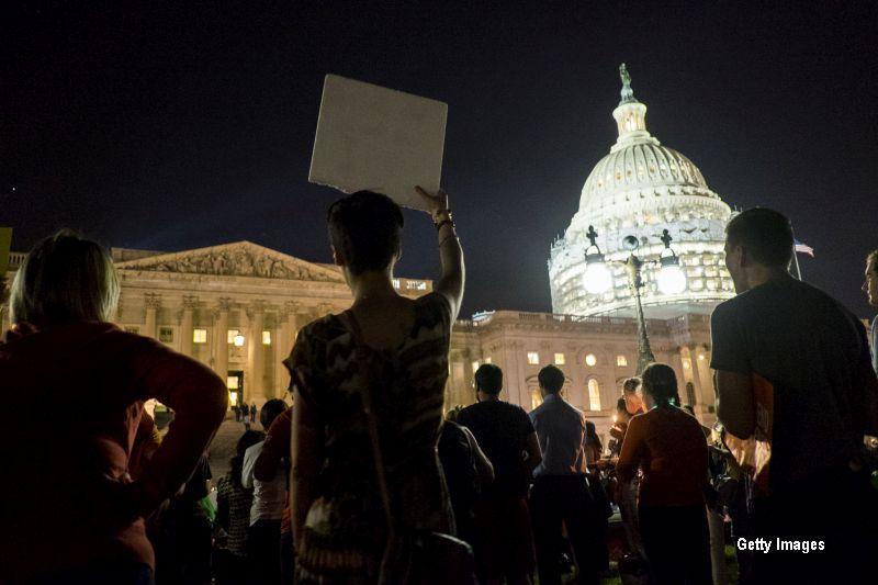 Situatie fara precedent in Congresul american. Timp de 14 ore, zeci de democrati au ocupat sala de sedinte