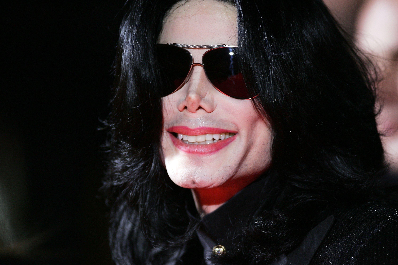 Michael Jackson a castigat cei mai multi bani in ultimul an, chiar daca nu mai traieste: 750 de milioane de euro