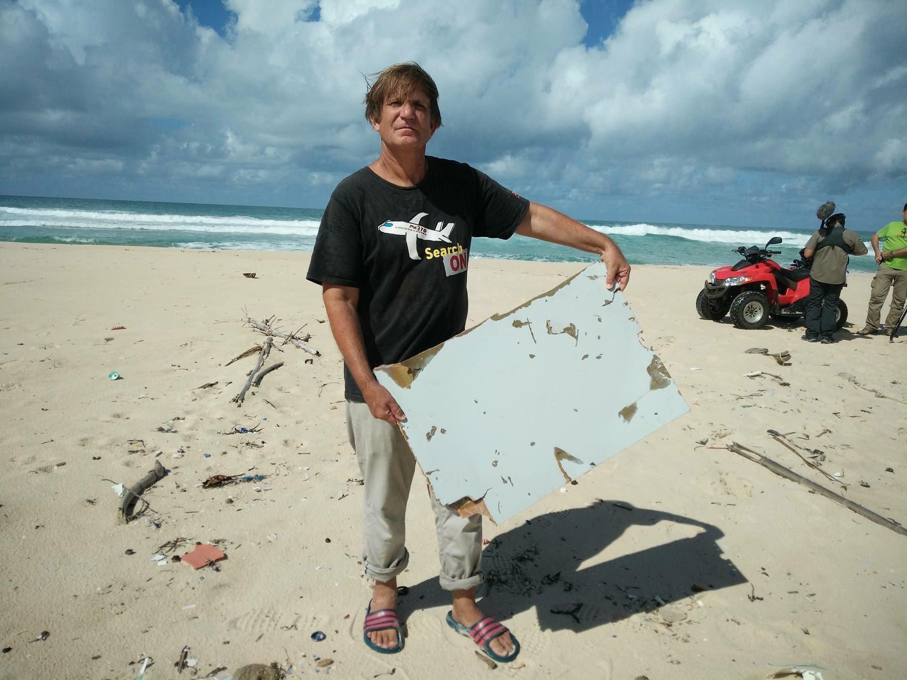Un fragment de aripa gasit in Mauritius, confirmat oficial ca provenind de la zborul MH370. Misterul ramane nerezolvat