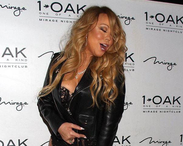 Mariah Carey, aparitie indrazneata intr-un club din Las Vegas. Cantareata a venit imbracata in lenjerie intima. FOTO