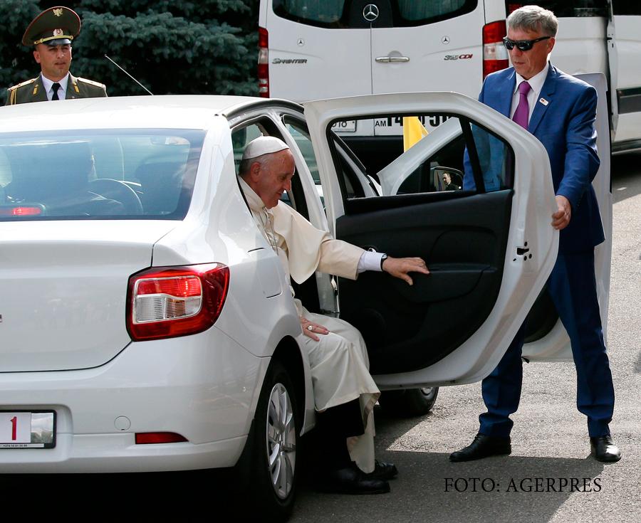 Pregătiri excepționale pentru vizita Papei Francisc în România. Ar putea merge cu Dacia