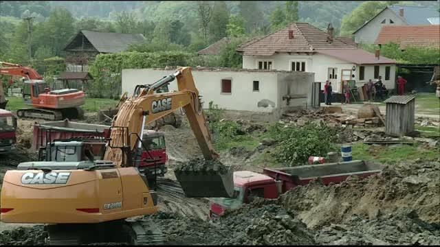 Dezastru ecologic intr-un sat din Valcea, din cauza unei foste mine. Asezarea si soseaua ar putea fi inghitite de pamant