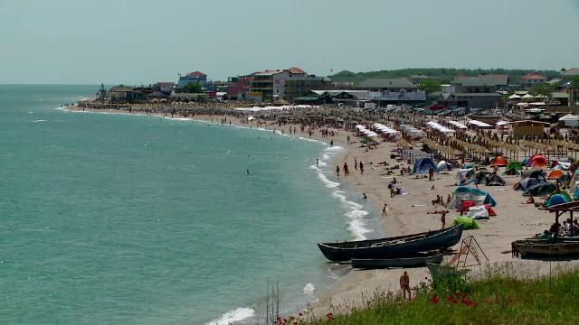 Turistii au ales sa-si petreaca vacanta de Rusalii pe litoral. Mamaia si Vama Veche, la fel de aglomerate ca in plin sezon