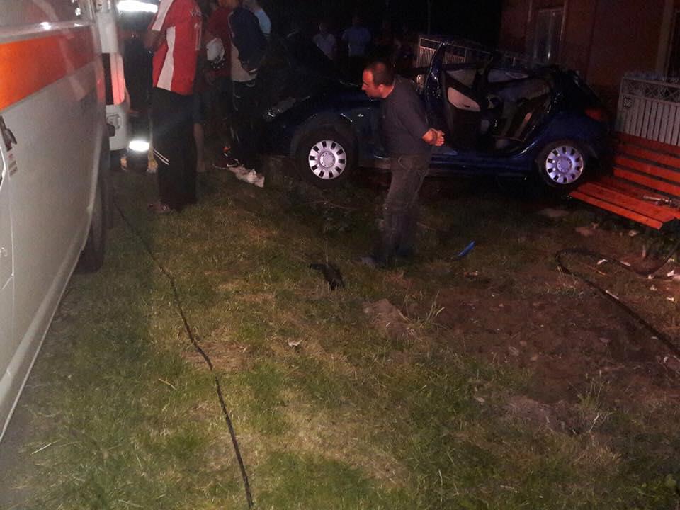 Accident grav in judetul Giurgiu. Un adolescent a murit iar alti 3 sunt grav raniti dupa ce au intrat cu masina intr-un stalp
