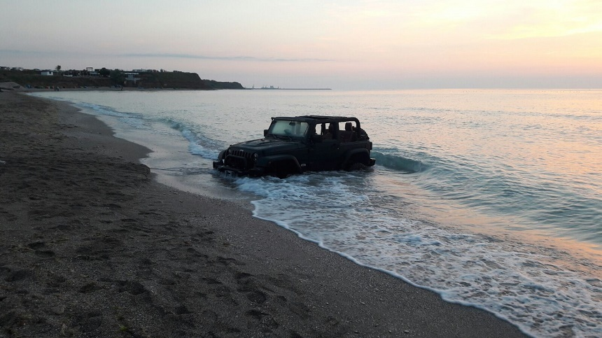 Un francez a intrat cu masina pe plaja din Vama Veche. Amenda primita ii va face vacanta de