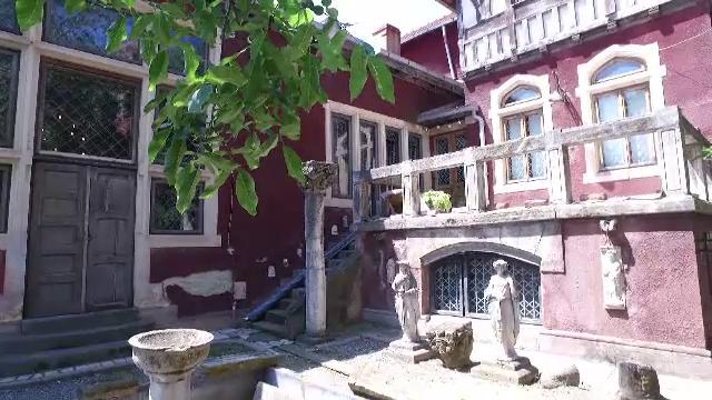 O frumusete ascunsa a Bucurestiului va fi redata publicului dupa zeci de ani de abandon: gradina Casei Universitarilor