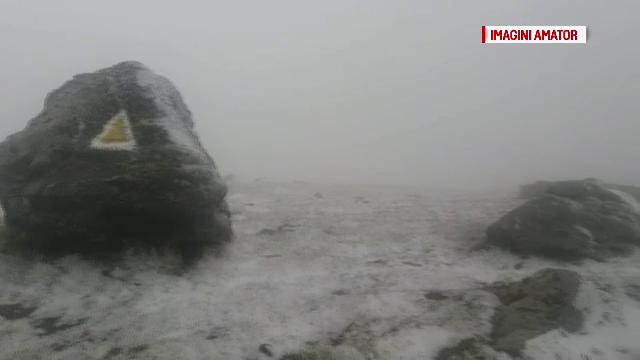 Vreme de iarna in plina vara, dupa ce ninsoarea a pus stapanire pe muntii Bucegi. Ce sunt sfatuiti cei care vin la munte
