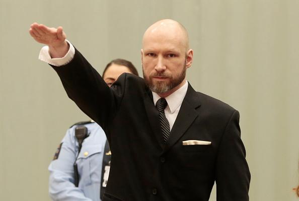 Criminalul in masa Anders Breivik si-a schimbat legal numele. Avocatul sau a refuzat sa ofere explicatii jurnalistilor