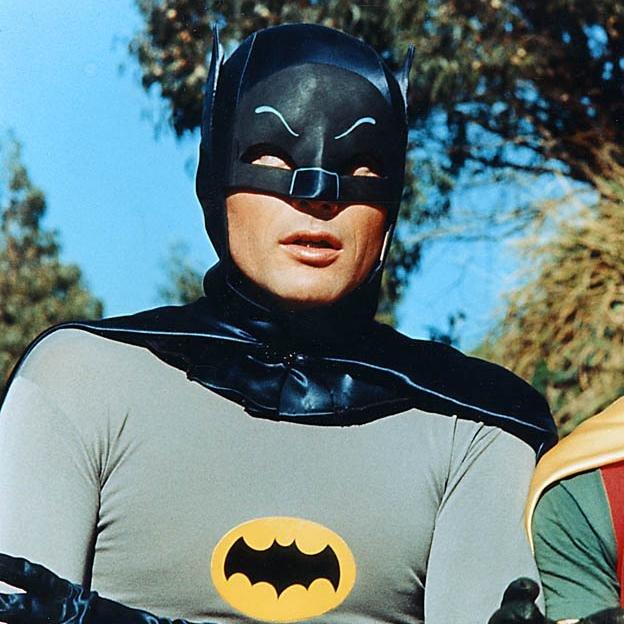 """Actorul Adam West, care a interpretat personajul """"Batman"""", a murit la varsta de 88 de ani"""