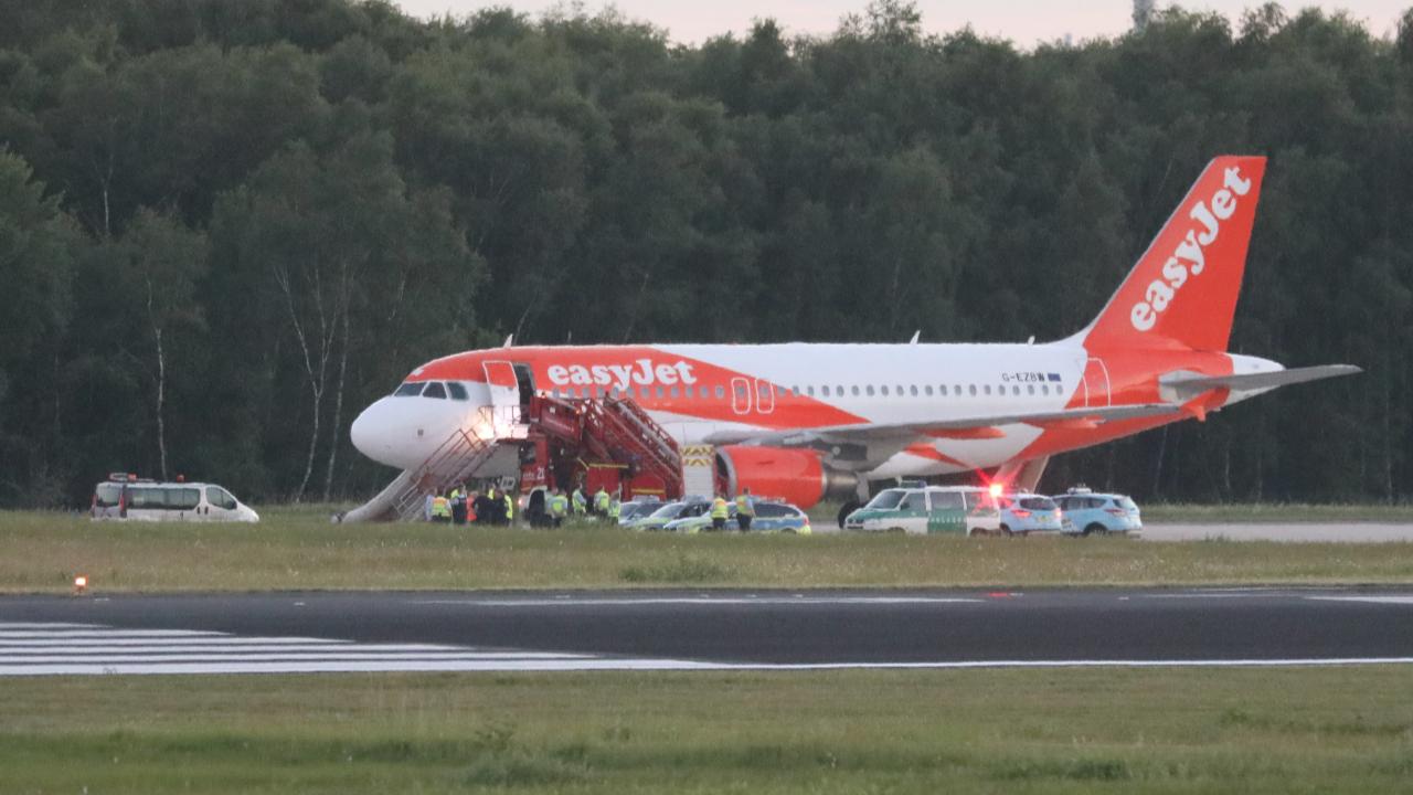 Alerta in Koln. Un avion EasyJet a aterizat de urgenta: pasagerii au auzit