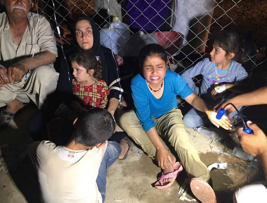 Peste 800 de refugiati s-au imbolnavit iar 2 au murit in urma unei intoxicatii alimentare intr-o tabara din Mosul
