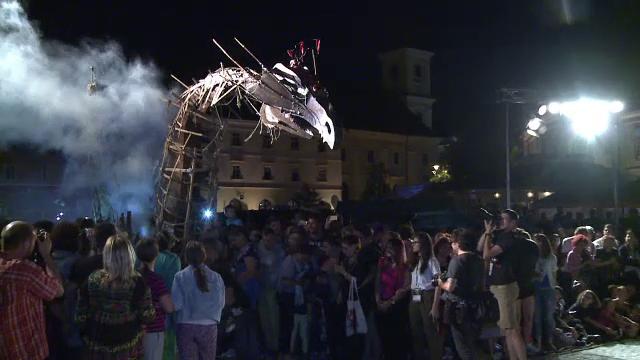 Festivalul International de Teatru de la Sibiu. Carnaval pe strazile orasului si reprezentatii inedite de dans