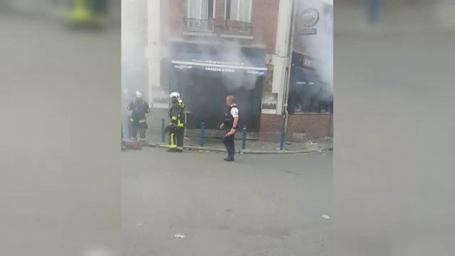 Un restaurant romanesc de la periferia Parisului a fost atacat cu sticle incendiare. Doi angajati sunt in stare grava