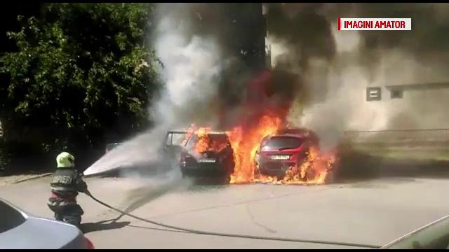 Incendiu in apropierea Judecatoriei din Vaslui. Doua masini au ars ca niste torte, flacarile amenintand si un alt autoturism