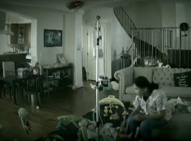 Au instalat o camera in casa pentru a-si supraveghea bona. Ce au vazut pe imagini i-a ingrozit