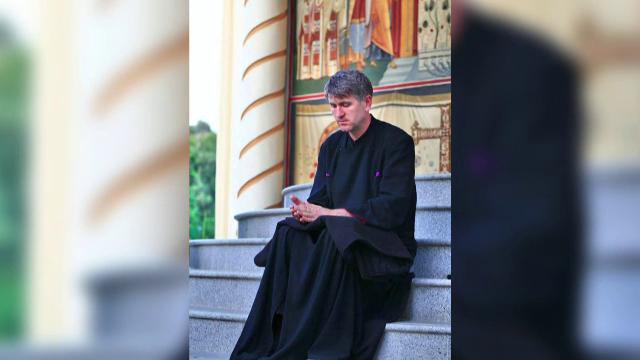 Cercetari pentru racolare de minori in scopuri sexuale in cazul preotului Cristian Pomohaci. 200 de oameni i-au luat apararea