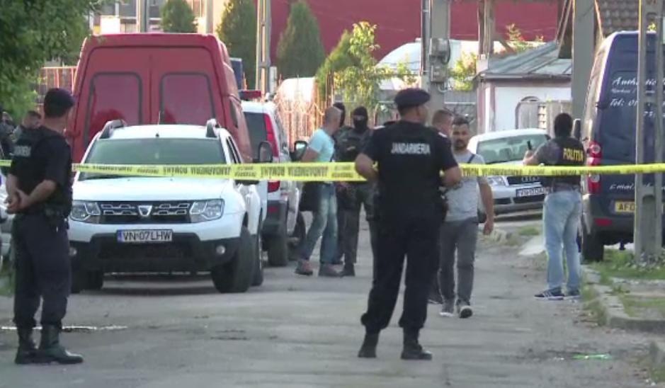 Doi barbati retinuti in scandalul soldat cu 4 morti la Focsani. Criminalistii au gasit imagini de groaza la fata locului