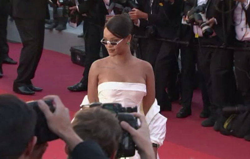 Rihanna are un nou iubit: un tanar miliardar saudit. Cei doi au fost surprinsi intr-o vacanta in Spania