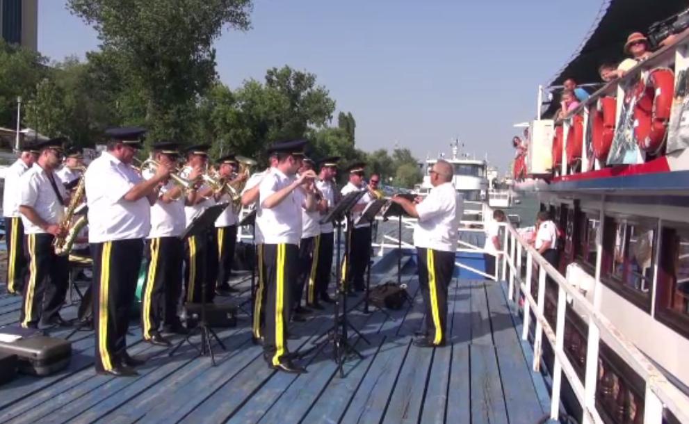 Curse gratuite cu vapoare la Galati, de Zilele Dunarii. Oamenii au stat la cozi uriase pentru a se imbarca