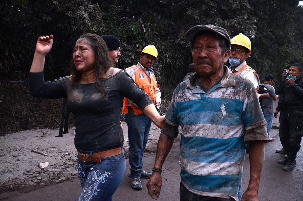 Tragediile oamenilor din satul distrus de vulcanul Fuego. Familii înghiţite de lavă