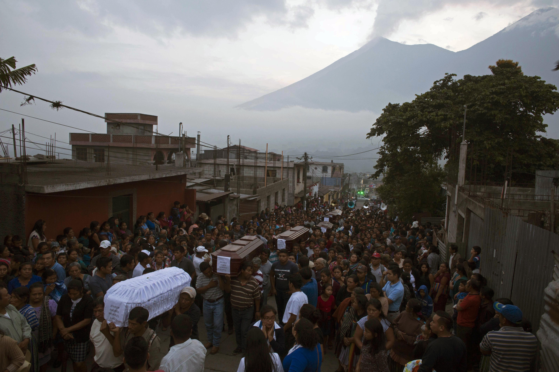 Erupţia vulcanului Fuego a făcut cel puţin 62 de morţi.