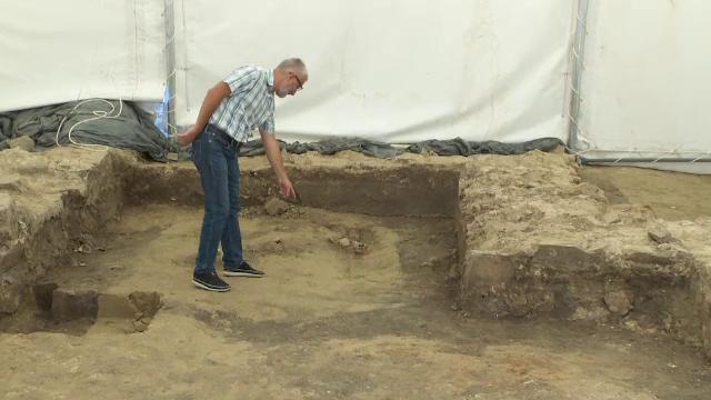Cavou roman și un tezaur descoperite între blocuri, la Galați