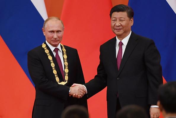 Vladimir Putin a primit la Beijing prima