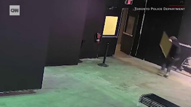 O gravură semnată de Banksy a fost furată. Cât valora afișul