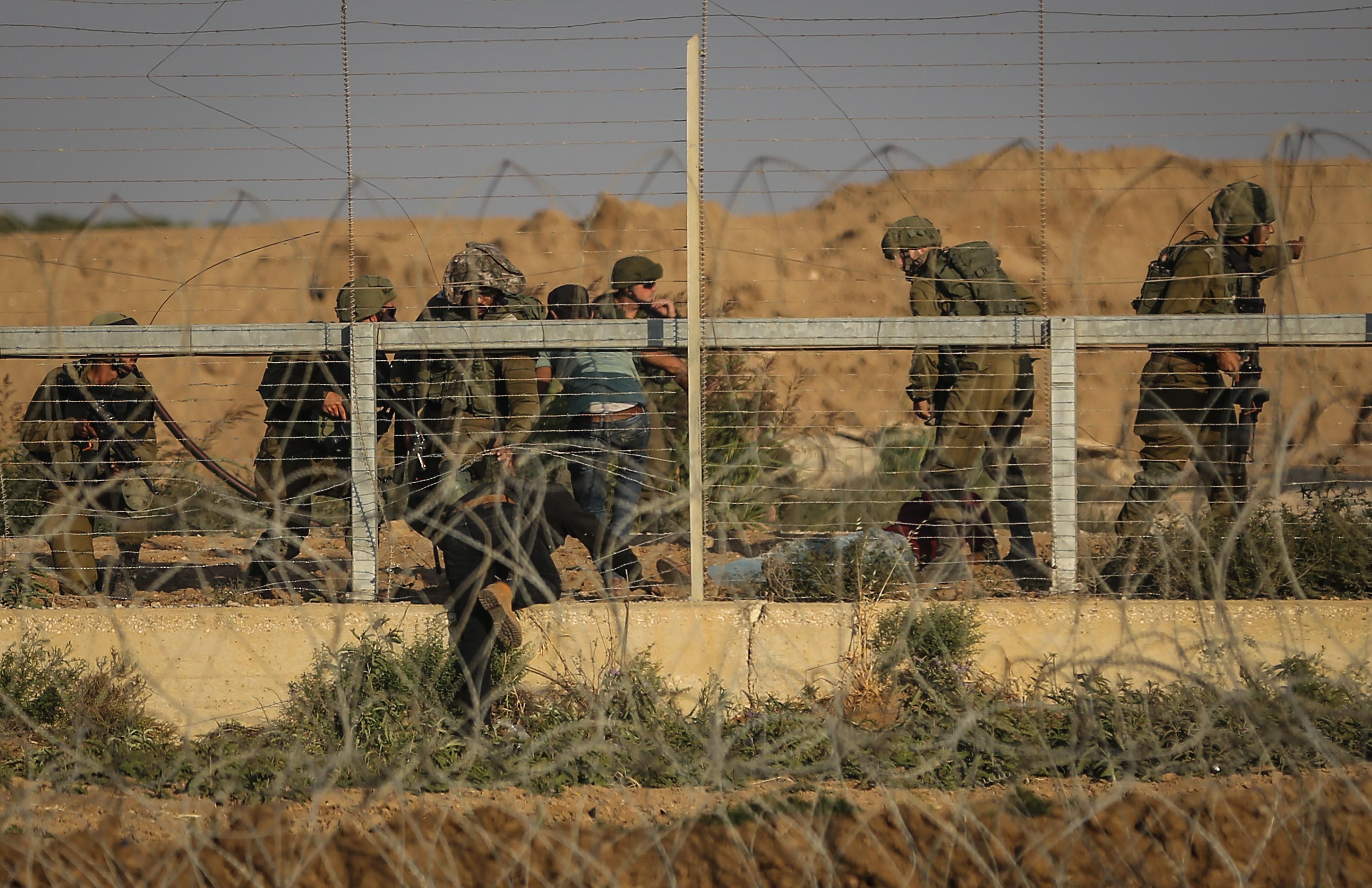 Forţele israeliene au ucis un militant palestinian şi o femeie care a încercat să atace cu cuţitul forţele de securitate