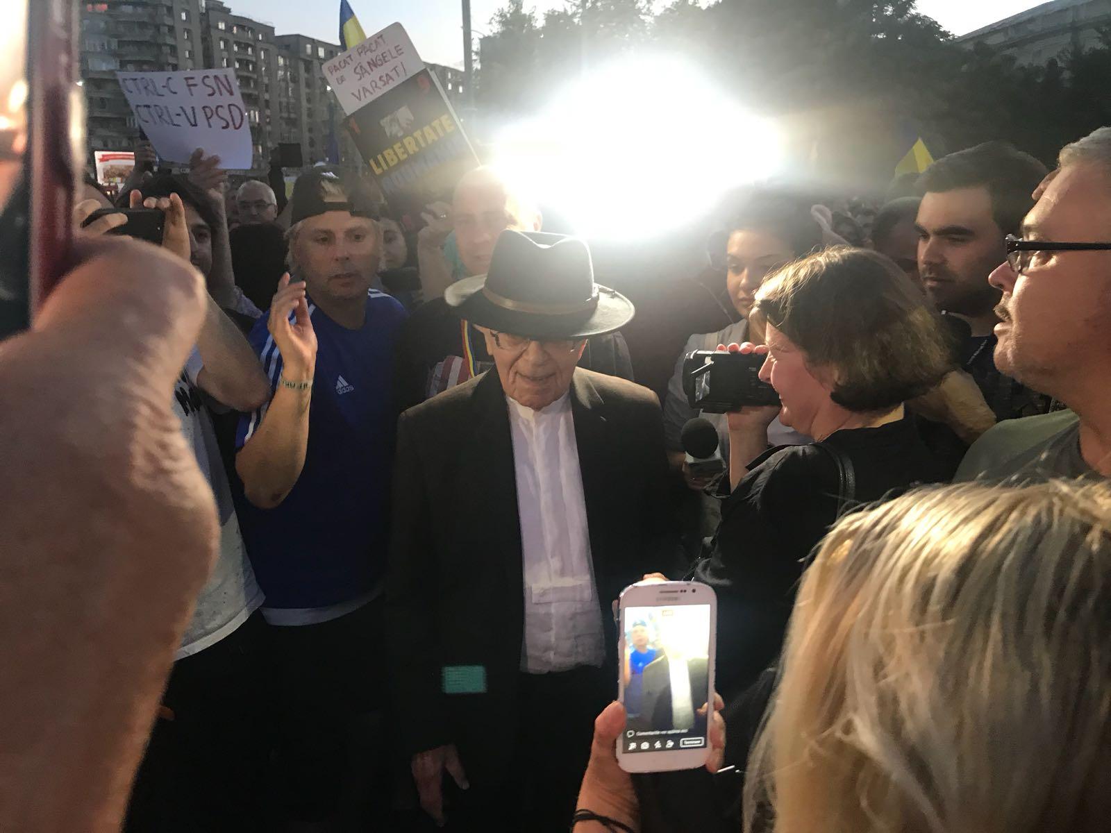 """Mihai Șora, din nou la proteste: """"La centenar, România nu arată bine"""""""