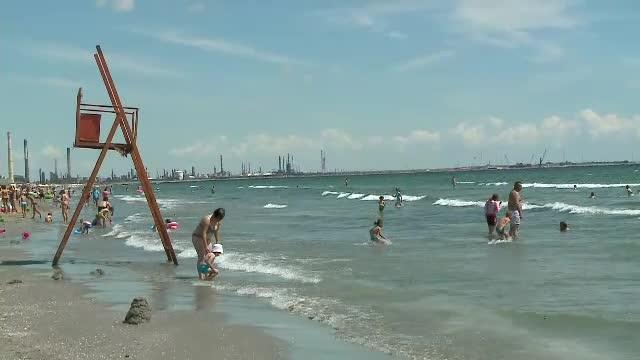 Trupul neînsufleţit al unui adolescent a fost adus de valuri la mal pe o plajă din Eforie Nord