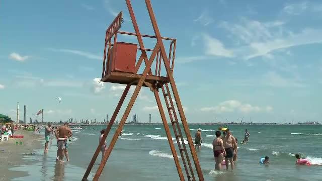 Plaje fără salvamari, în mai multe staţiuni de pe Litoral. Un turist a murit înecat