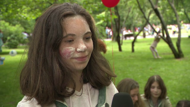 Zboruri cu balonul și bătaie cu făină. Cum a fost sărbătorită Ziua Copilului în București