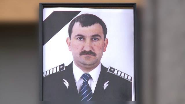 Poliţistul ucis în misiune de un infractor periculos, înmormântat. Cine a fost alături de familie