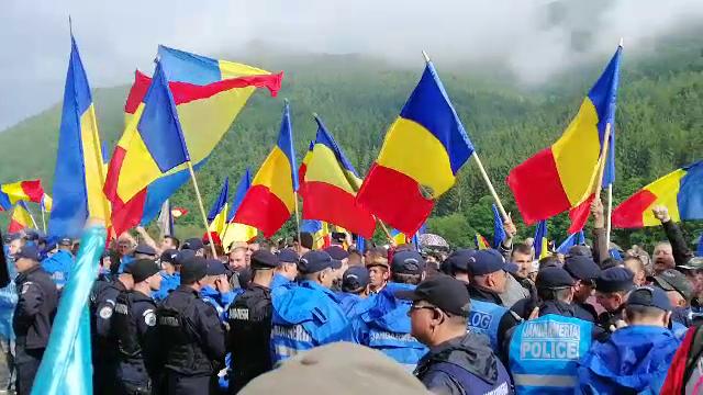 Scandal la cimitirul din Valea Uzului între români și maghiari. Reacția Jandarmeriei